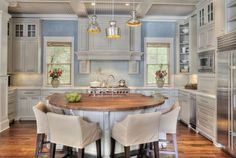 Coastal cottage kitchen