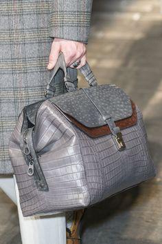 Bottega Veneta at Milan Fashion Week Fall 2017 - Details Runway Burberry Handbags, Prada Handbags, Handbags On Sale, Fashion Handbags, Purses And Handbags, Fashion Bags, Milan Fashion, Womens Designer Bags, Designer Handbags