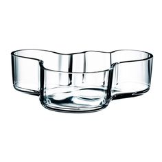 Alvar Aalto created the Aalto vase in different sizes and colours for Iittala in occasion of the World Fair in Paris in 1937. Most probably the legendary shape of the Aalto vase is derived from the Finnish landscape and lakes.