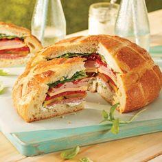 Miche de pain sandwich Sandwich Buffet, Panini Sandwiches, Wrap Sandwiches, Tapas, Croissant Sandwich, Confort Food, Picnic Foods, Finger Foods, Brunch