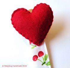 Portaciuccio cuore e ciliegie - Heart and cherries pacifier clip - by RobyGiup handmade