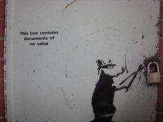 Amazing Banksy Graffiti That You Need To See! Banksy Work, Street Art Banksy, Banksy Graffiti, Graffiti Wall Art, Graffiti Lettering, Bansky, Banksy Rat, Graffiti Tattoo, Graffiti Artists
