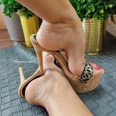 Feet Soles, Women's Feet, Sexy Sandals, Hot High Heels, Sexy Toes, Shoe Art, Nude Heels, Espadrilles, Instagram