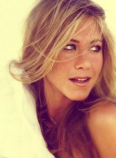 Jen Aniston #jennifer #aniston #blonde #brunette #style #layers #cut #hair #color #actress