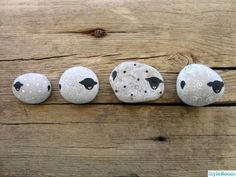 Sheep & more great ideas Pebble Painting, Dot Painting, Pebble Art, Stone Painting, Stone Crafts, Rock Crafts, Arts And Crafts, Rock And Pebbles, Rock Decor