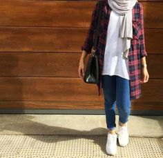 Ways a hijabi can flannel shirt with denim – Just Trendy Girls As an eco-hijabi I love wearing denim, basically because it's made of natural materials, which makes it environmentally friendly. However, I have often heard Modern Hijab Fashion, Street Hijab Fashion, Hijab Fashion Inspiration, Muslim Fashion, Modest Fashion, Fashion Outfits, Fashion Muslimah, Style Inspiration, Hijab Casual
