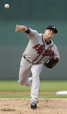 0fa41746f3553 Atlanta Braves starting pitcher Kris Medlen throws during the first inning  against the Kansas City Royals