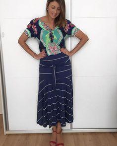 Um mix de estampa para um dia em família em casa! Blusa da #dresstoparacea e saia da @byclo_oficial que vi num post da @lalanoleto! Amei, vi que era acessível 🤑 e comprei! Vocês sabem do meu fraco por midi, né?! 😍#beldut #moda #modafeminina # #style #look #lookdodia #brazilianlook #instalook #instamoda #instamodatrends #minspira #instatrends #photooftheday #ootn #picoftheday #looksamigasdoinsta #style #makeup #beauty #photo #ootd #outfit #beauty #instafashion #cool #modaprameninas…