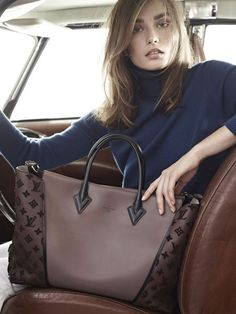 Louis Vuitton W bag, the new cabas. Andreea Diaconu by Karim Sadli for Louis Vuitton W bag Spring/Summer 2013 campaign. Love the color combo. Sac Speedy Louis Vuitton, Louis Vuitton Online, Louis Vuitton Wallet, Louis Vuitton Handbags, Purses And Handbags, Vuitton Bag, Brown Handbags, Tote Handbags, Sacs Louis Vuiton