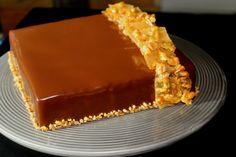 Sjokolade og karamell? ja da er jeg solgt med en gang, det er en av de beste kombinasjonene jeg vet, og i denne sjokolade og salt karamellkake med nøttenugatine får du alt i en deilig kake. Kaken t…