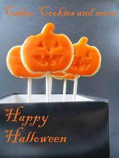 Rezept und Anleitung für Halloween Cookiepops (Jacke o'Lantern) Cookie Pops, Happy Halloween, Tray, Bricolage Halloween, Jacket, Tutorials, Ideas, Board
