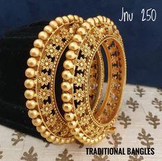 Jewelry Design Earrings, Gold Earrings Designs, Gold Bangles Design, Gold Jewellery Design, Gold Temple Jewellery, Gold Jewelry, Bridal Bangles, Manish, Bangle Set