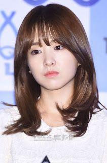 Korean Hairstyle Medium Bangs, Layered Haircuts For Medium Hair, Korean Haircut, Haircuts With Bangs, Medium Hair Cuts, Medium Hair Styles, Short Hair Styles, Park Bo Young, Curled Hairstyles