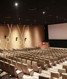 Cinema Hall in Ahemdabad.    Find the details here http://www.rajhans.co.in/cine_world_ahemdabad.aspx