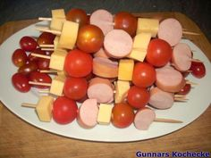 Käsewurstspieße Source by Cheese Sausage, Party Buffet, Balsamic Beef, Pumpkin Spice Cupcakes, Food Humor, Fall Desserts, Party Snacks, Snacks Kids, Skewers