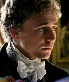 Tom Hiddleston, Return to Cranford *gif* <3 LOVE his hair!!!
