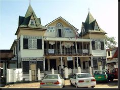 #Suriname #Paramaribo Colonial Architecture, Juni, South America, Brazil, Facade, Travel Inspiration, Roots, Buildings, Houses