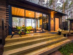 Haka Valmismökki – Salvos.fi Haus Am See, Cottage Plan, House In The Woods, Beach House, Architecture, Shed, Wood Houses, Exterior, Container Homes