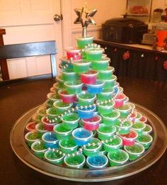 (Bet this would make family time a whoooole lot easier to take over the holidays!) Jello Shot Christmas Tree