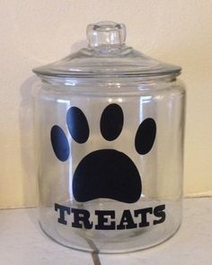 Dog Treat Jar created using my Silhouette Cameo Dog Crafts, Vinyl Crafts, Animal Crafts, Vinyl Projects, Glass Cookie Jars, Glass Jars, Cricut Vinyl, Vinyl Decals, Mason Jar Crafts