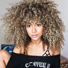 """1,858 curtidas, 33 comentários - Miss Brit Watkins (@bwatuwant) no Instagram: """"#cutlife ✂️ @mia_devacurl - When you and your stylist's birthdays are the same and she just gets…"""""""