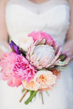 17 Bold and Beautiful Wedding Bouquets featuring Protea ~ we ♥ this! moncheribridals.com