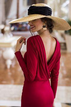 Dana backless red body dress Classy lady with backless red dress. Love the hat, too Classy Dress, Classy Outfits, Red Backless Dress, Dress Red, Bodycon Dress, Classy Women, Classy Lady, Elegant Lady, Classy Girl