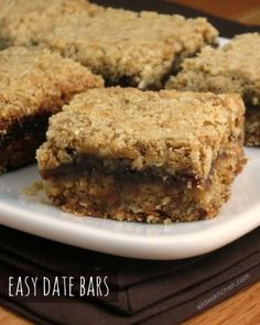 Easy Date Bars are date-filled oatmeal bars that are very quick and easy to prepare. Easy Date Bars are date-filled oatmeal bars that are very quick and easy to prepare. Köstliche Desserts, Delicious Desserts, Dessert Recipes, Yummy Food, Date Recipes, Sweet Recipes, Healthy Recipes, Recipes With Dates, Baking Recipes