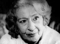 Έλλη Παππά (1920 – 2009): Συγγραφέας, δημοσιογράφος και αγωνίστρια της κομμουνιστικής Αριστεράς. Με την κριτική σκέψη που τη χαρακτήριζε, διαφοροποιήθηκε από πολλές προσωπικότητες της γενιάς της. Famous Photographers, Helsinki, Biography, Einstein, Greece, San, Black And White, History, People