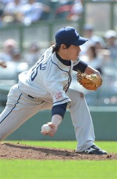 Kazuhisa Makita throws 5 strong innings, allowing only 2 unearned runs and picks up his 7th win of the season at Hotto Motto Field Kobe on Sunday, July 15, 2012.