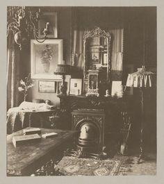 Van Meurs & Co | Interieur van het huis van Andries Bonger in Amsterdam, met een aantal Redons aan de muur, Van Meurs & Co, Van Meurs (fotograaf), 1920 - 1936 |