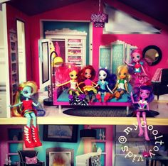 Do you love My Little Pony cartoon series and movies? If so, you will love all of these beautiful My Little Pony Equestria Girls dolls.
