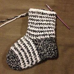 Chose promis chose due !  Le tuto des chaussettes est enfin prêt :-)