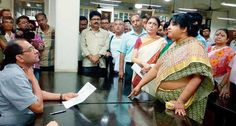The #teachers given their #application to #ViceChancellor of #CalcuttaUniversity, #SuranjanDas against the #demonstration during working hours in #CU