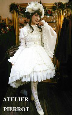 【ゴスロリドレス】シフォン素材のゴシックロリータのアイボリーのドレスを販売する通販ページです。後ろの丈が長いドレスを販売しています。