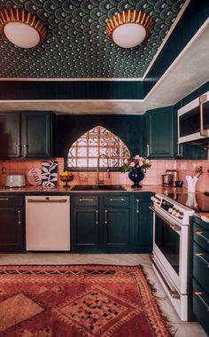 cozy cooking while in quarantine – diy Interior design Barbie Dream House, House Goals, Kitchen Styling, Cozy House, Kitchen Design, Art Deco Kitchen, Retro Kitchen Decor, 1950s Kitchen, My Dream Home