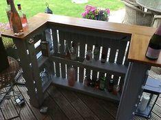 Outdoor Garden Bar, Outdoor Pallet Bar, Outdoor Bar Sets, Diy Home Bar, Diy Bar, Wooden Pallet Bar, Diy Pallet Bar, Bar Made From Pallets, Homemade Outdoor Furniture