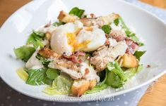 Een van mijn favoriete salades is de caesarsalade! Met malse kippendij en knapperige bacon erbij maak je er een heerlijke maaltijdsalade van. Salad Recipes, Healthy Recipes, Yummy Food, Tasty, Bacon, Pasta Salad, A Food, Potato Salad, Salads