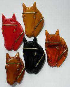 BAKELITE PINS - 5 HORSE HEADS - VINTAGE