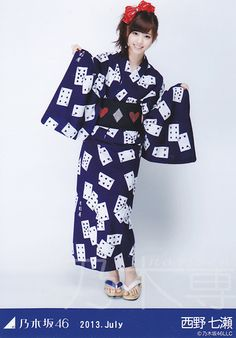 Cards yukata! Love the (un)matching zori detail!