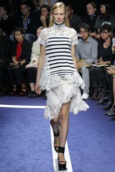 Sacai Spring 2015 Ready-to-Wear Fashion Show
