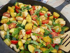 Creative Clean Eating Dinner Garlic Margherita Chicken Zucchini Tomatoes http://cleanfoodcrush.com/garlic-margherita-chicken