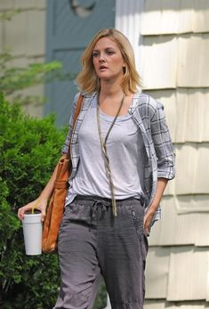 Drew Barrymore on the Going The Distance outfits - Buscar con Google