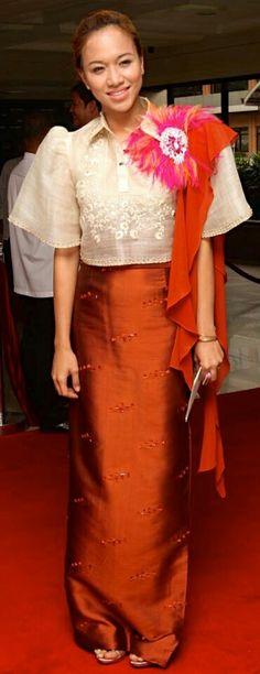 Filipiniana Modern Filipiniana Gown, Filipiniana Wedding, Philippines Fashion, Philippines Dress, Filipino Fashion, Dress Skirt, Dress Up, Couture Dresses, Fashion Outfits