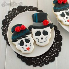 Amaretti from Italy - HQ Recipes Halloween Cookies Decorated, Halloween Sugar Cookies, Halloween Baking, Halloween Desserts, Halloween Treats, Decorated Cookies, Fall Cookies, Iced Cookies, Cute Cookies