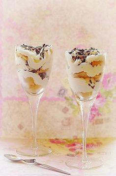 Yogurt dessert with cream and ladyfingers Romanian Desserts, Romanian Food, Mouse Recipes, Yogurt Dessert, Gooey Cookies, Trifle, Food To Make, Sweet Treats, Good Food