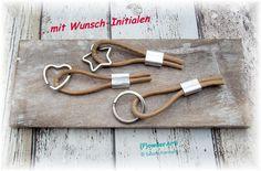 {M1} Lederband & Monogramm Schlüsselanhänger beige von {P}owderArt! auf DaWanda.com