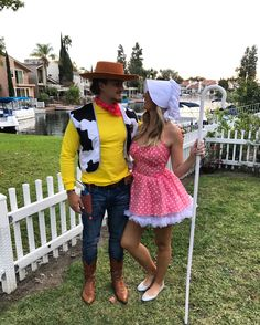 Woody und Little Bo Peep ♥ - Kostüm - halloween costumes Funny Couple Halloween Costumes, Family Halloween Costumes, Halloween Kostüm, Halloween Outfits, Disney Couple Costumes, Fall Outfits, Woody Costume, Woody And Jessie Costumes, Toy Story Kostüm