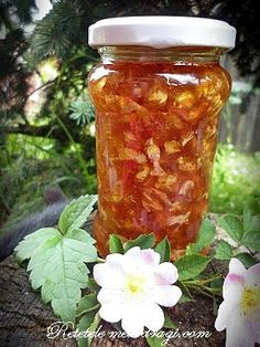 Dulceata din flori de maces Canning Pickles, Pickling Cucumbers, Romanian Food, Pastry Cake, Kiwi, Conservation, Mason Jars, Food And Drink, Cooking Recipes