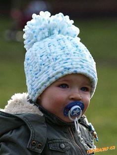 Plyšový kulíšek s bambulí Crochet For Kids, Crochet Baby, Baby Dolphins, Knitted Booties, Blanket Yarn, Baby Hats, Baby Knitting, Cute Kids, Beanies
